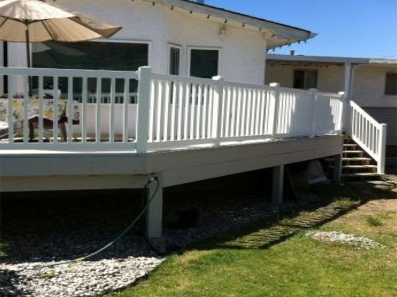 Deck and Rail Vinyl Fence